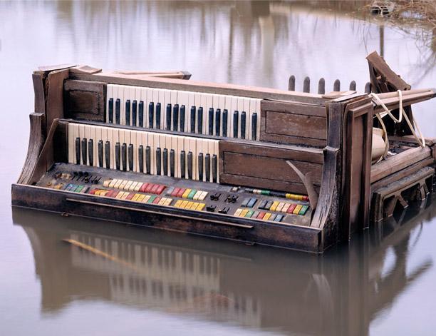 Organ in canal near Venice